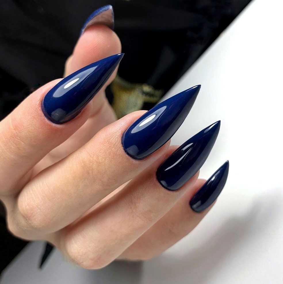Летние цвета на острых ногтях