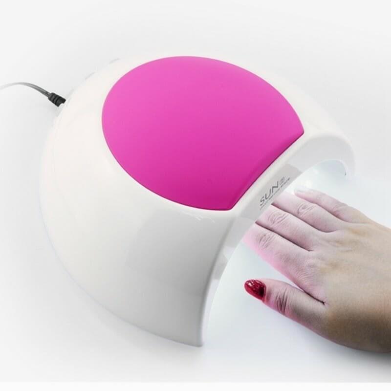 Сушка гель-лака в лампе для полимеризации